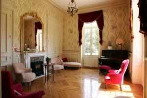 Chateau De Montbraye Salon 02 139