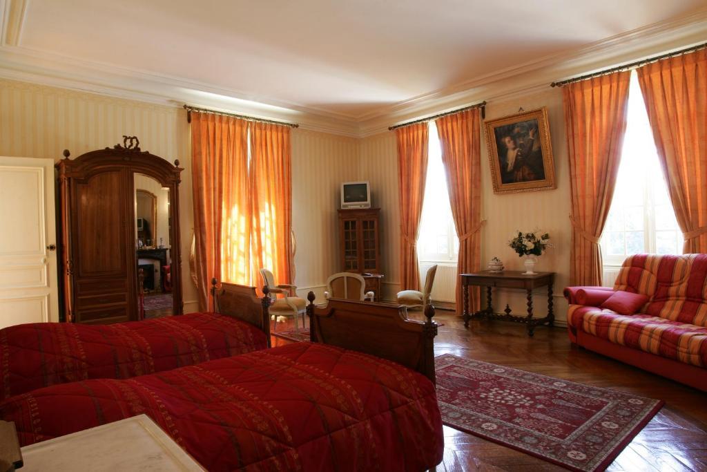 Chateau De Montbraye 13100352 170